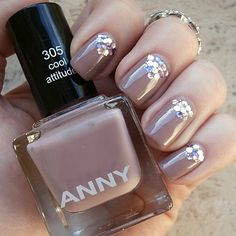 Nude nails with a tiny bit of glitter published in our Douglas Beauty Community DE and created by: Chris #douglasbeautycommuity #douglas #anny #nude #nails
