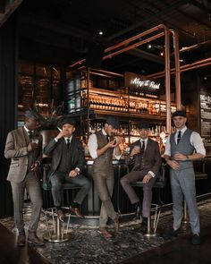 Wedding trends for 2020 Those Shelby boys have made sure that tweed suits, waistcoats and flat caps are high on the agenda for 2020 grooms and their groomsmen Tweed Wedding Suits, Wedding Tux, Tweed Suits, Grey Suits, Mens Tweed Suit, Peaky Blinders, Groom Attire, Groom And Groomsmen, Best Groom Suits