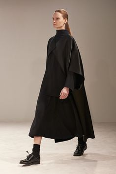 Photo: Courtesy of The Row     print  ✉ email    look1   Fall 2014 Ready-to-Wear  The Row