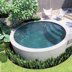 Hot weather this summer causes a lot of thoughts of having a swim or jumping into a plunge pool. If you are planning to make one, take a look at round pools, Small Swimming Pools, Small Backyard Pools, Small Pools, Swimming Pools Backyard, Pool Spa, Swimming Pool Designs, Outdoor Pool, Backyard Landscaping, Backyard Patio