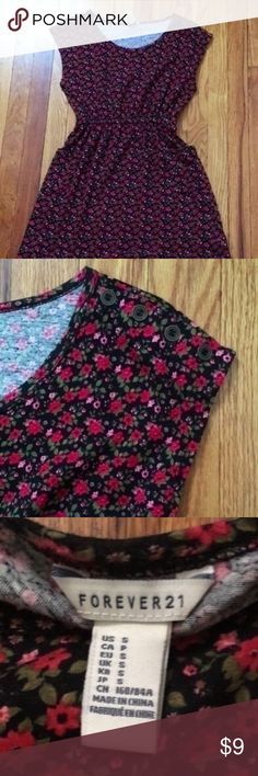 F21 Floral Dress Lightly worn forever 21 floral dress with pockets! Beautiful pattern / no flaws. Forever 21 Dresses Mini