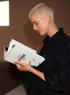 Caught You Reading: Agyness Deyn Really Short Hair, Short Hair Styles, Girls With Shaved Heads, Shaved Head, Agyness Deyn, Shave My Head, Bald Hair, Celebrities Reading, Long Hair Styles