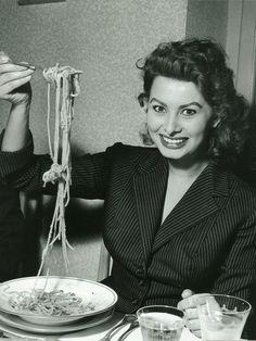 """Everything I am I owe to Spaghetti."" Sophia Loren eating spaghetti in a restaurant in Italy, Photo by Franco Fedeli Italian People, Italian Women, Italian Beauty, Sophia Loren, Hollywood Stars, Old Hollywood, Hollywood Quotes, Hollywood Divas, Hollywood Actresses"