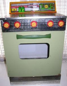 WOLVERINE: 1960s Avocado Green Play Stove