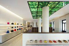 ロエベがスペイン初の新コンセプトの旗艦店カサ ロエベ マドリードをオープン