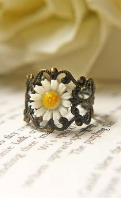 Vintage White Daisy Ring