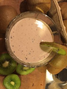 Kiwi, raw chocolate and yogurts smoothie #shortkitchentales #smoothies