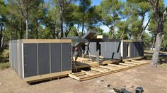 Four days and a wireless screwdriver are all you need to build the structure of a Pop-Up House. The house, compiled of insulating blocks and wooden panels, delivers…