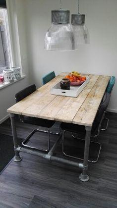 Diy Steigerhouten tafel met steigerbuis.
