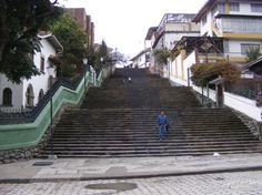 Cuenca, Ecuador. Escalinata de la calle Hno. Miguel