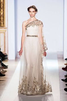 Zuhair Murad Spring 2013 Couture Runway - Zuhair Murad Haute Couture Collection - ELLE / love that golden touch . Style Couture, Couture Fashion, Paris Fashion, High Fashion, Greek Fashion, Women's Fashion, Fashion Trends, Beautiful Gowns, Beautiful Outfits