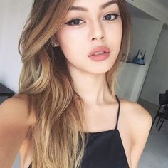 Blonde or brunette? 🙎🏼🙎🏻 I want to change my hair colour again! Lily Maymac, Ulzzang Girl, Pretty Face, Girl Pictures, Asian Beauty, My Hair, Makeup Looks, Beauty Hacks, Hair Makeup