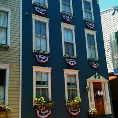 [KBartonRealtorR] @Kimberly Barton > Annapolis Historic District home dressed for Independence Day