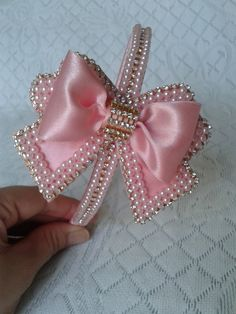 "diy_crafts- ""Discover thousands of images about Arcos E Tiaras"", ""P minha neta linda"" Ribbon Art, Diy Ribbon, Ribbon Crafts, Ribbon Bows, Baby Girl Headbands, Baby Bows, Barrettes, Hairbows, Boutique Hair Bows"