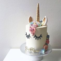 So... Your honest opinion... If I attempt to make this for my son's 5th birthday and do the mane blue - will it fly? (As in 'be cool', although if it turns out anything like this @kekandco masterpiece it may actually FLY)  Seriously. This is one of the simplest, coolest, most whimsical yet brilliant cakes I've ever seen  I'm vaulting this one for the little miss for next year. So good.  As for my boy, anyone got any good cake suggestions?