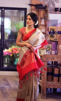Absolute Suitable for any age. Simple Sarees, Trendy Sarees, Ethnic Sarees, Indian Sarees, Indian Attire, Indian Ethnic Wear, Indian Dresses, Indian Outfits, Saree Photoshoot