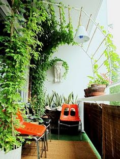 9 Good-Looking Clever Tips: Backyard Garden Patio House backyard garden patio house.Backyard Garden On A Budget Patio Makeover simple backyard garden decks.Backyard Garden On A Budget Patio Makeover. Apartment Balcony Garden, Small Balcony Garden, Apartment Balconies, Terrace Garden, Balcony Ideas, Balcony Gardening, Balcony Plants, Balcony Privacy, Small Balconies