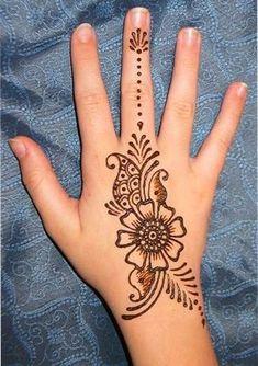 Henna Tattoo Hand, Hand Mehndi, Small Henna Tattoos, Henna Tattoo Designs Simple, Mandala Tattoo, Paisley Tattoos, Henna Art, Art Tattoos, Henna Hand Designs