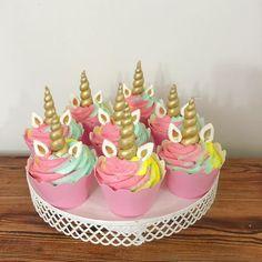 "Tatlı mı Tatlı Şeker mi Şeker🍭 on Instagram: ""Unicorn cupcake . . . . . . . . . . . #unicorn #unicorncakepops #izmitbutikpasta #kocaelibutikpasta #izmitpastasipariş #izmit #izmitçarşı…"" My Little Pony Unicorn, Cupcake, Birthday Cake, Desserts, Instagram, Food, Tailgate Desserts, Deserts, Cupcakes"