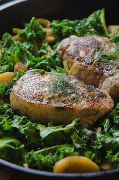 One-Skillet Pork Chops With Apples, Fennel and Kale // soletshangout.com #glutenfree #paleo #oneskillet #porkchops #primal