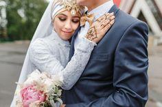 Nikah arabic wedding couple during the marriage ceremony — stock photo Muslim Wedding Ceremony, Arab Wedding, Wedding Ceremony Decorations, Home Wedding, Wedding Couples, Wedding Bride, Wedding Makeup Redhead, Lebanese Wedding, Wedding Rituals