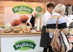 """HELSINGIN MYLLY""""Mylläriltä uuttaa leivontaan ja aamiaiseen. Myllärin uusilla leivonta-aineksilla tuoreet leivät, muhkeat sämpylät, maukkaat patongit ja   herkulliset makeat leivonnaiset helposti ja nopeasti. Myllärin monipuolisesta mysli- ja puurovalikoimasta energiaa aamiaiseen. Katso lisää www.myllarin.fi"""""""