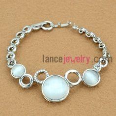 Delicate cat eye decorated bracelet
