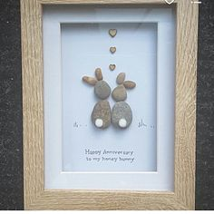 Handmade with love utilizing solely responsibly sourced pebbles which makes it a CoastalPebbles image! This one is entitled Honey bunny Utilizing fastidiously chosen pebbles they're organized to signify 2 bunnies with pom pom tails! Pebble Pictures, Stone Pictures, Art Pictures, Stone Crafts, Rock Crafts, Arts And Crafts, Images D'art, Art Pierre, Rabbit Pictures