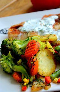 Fit jest Git: Ryba gotowana na parze z sosem jogurtowo-koperkowym z warzywami Dhal, Chicken, Cooking, Food, Recipes, Diet, Clean Foods, Health, Kitchen