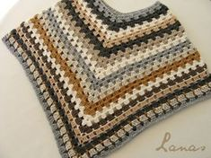 I could not stop at one poncho …and I made a second one… Crochet Wool, Crochet Dishcloths, Crochet Gifts, Crochet Shawl, Crochet Poncho Patterns, Sweater Knitting Patterns, Kids Poncho, Crochet Collar, Beautiful Crochet