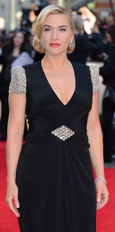 4ac4886309fc5 40s GLAMOUR. Kate Winslet attends the premiere of