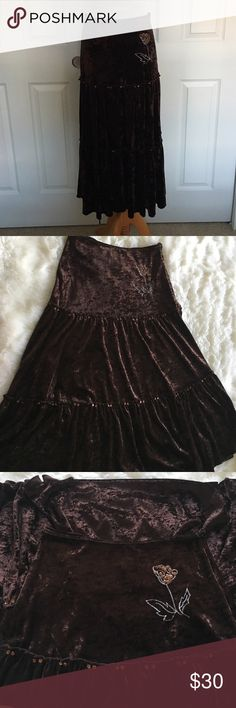 "Brown Velvet Boho Maxi Skirt Brown Velvet Boho Maxi Skirt Light Sequence detailing (see pix)  Zipper and hook along the side Size Extra small Length is about 31.5"" Good condition, no flaws Skirts Midi"