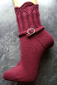 Ravelry: Magie pattern by Sonja Köhler. (Wahrscheinlich nur … Ravelry: Magic pattern by Sonja Köhler. (Probably only top-down to. Crochet Socks, Knitted Slippers, Knit Or Crochet, Knitting Socks, Knit Socks, Knitting Patterns Free, Knit Patterns, Free Knitting, Free Pattern