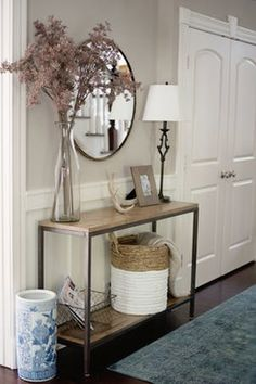 This Home Tour is Giving Us Major Shelfie Goals Entryway Decor Ideas giving Goals Home Major Shelfie Tour Flur Design, Home Design, Interior Design Living Room, Living Room Decor, Bedroom Decor, Interior Livingroom, Kitchen Interior, Living Rooms, Bedroom Ideas