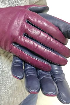 Red Gloves, Latex Gloves, Clothing Styles, Black Faux Leather, Mistress, Fashion Beauty, Stockings, Fashion Outfits, Drawing