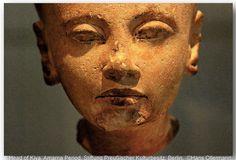 Statue of Kiya, wife of Akhenaten. Detail. New Kingdom. Dynasty 18, Reign of Akhenaten, ca.1345-1340 B.C. From Amarna. Quartzite. Inv.nr. 14113. Neues Museum, Berlin.