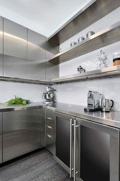 32 Trendy Ideas for kitchen design modern industrial stainless steel Interior Modern, Kitchen Interior, New Kitchen, Kitchen Decor, Dirty Kitchen Ideas, Interior Design, Stainless Steel Kitchen Cabinets, Diy Kitchen Cabinets, Kitchen Countertops