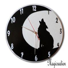 sur commande horloge loup dans la lune - Boutique www.magicreation.fr Clock, Boutique, Wall Clocks, Moon, Watch, Clocks, The Hours
