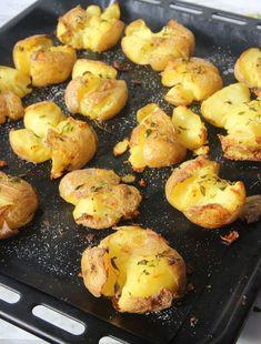 Krossad potatis – Lindas Bakskola New Year's Food, Greens Recipe, Baked Potato, Cauliflower, Side Dishes, Potatoes, Food And Drink, Healthy Eating, Snacks