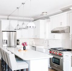 This light and airy kitchen makes us want to grab a glass of wine and fire up the stove!