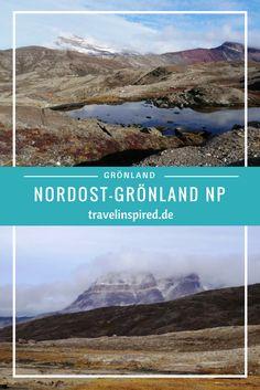 Bei meinem ersten Besuch im Nordost-Grönland Nationalpark hab ich mich hoffnungslos verliebt: in diese atemberaubende Landschaft und die faszinierende Tierwelt. Wer kann schon den kuscheligen, urzeitlich aussehenden Moschusochsen oder den niedlichen Polarhasen widerstehen? Außerdem gibt es unzählige tolle Fjorde, Berge, Gletscher und Seen. In diesem Blogpost nehme ich dich mit auf eine geniale Wanderung in Blomsterbukta. Greenland Travel, Arctic Explorers, Polar Night, Reisen In Europa, Seen, World Pictures, Us Travel, Travel Europe, Travel Articles