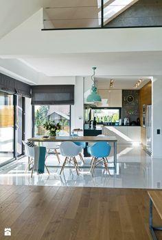 Realizacja nowoczesnego domu z antresolą i dwustanowiskowym garażem przeznaczonego dla czteroosobowej rodziny