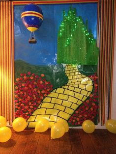 Wizard of Oz Backdrops for Parties Wizard Of Oz Play, Wizard Of Oz Decor, Fall Halloween, Halloween Crafts, Halloween 2019, Halloween Ideas, Halloween Parade Float, Wizard Of Oz Pictures, Halloween Door Decorations