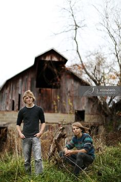 Rural senior picture ideas for guys. Rural senior pictures for guys. Twin Senior Pictures, Brother Pictures, Fall Family Pictures, Boy Pictures, Family Pics, Senior Photos, Senior Posing, Baby Family, Senior Session