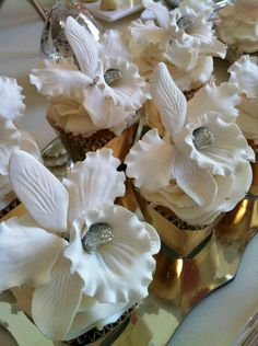 Glittery white orchid minicakes #lebaneseweddings #inspiration #instagram