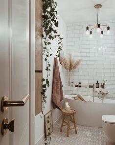 Lichte badkamer, rustgevende sfeer - Fall Decor Inspiration You'll Want to Copy Immediately Diy Interior, Bathroom Interior Design, Interior Decorating, Decorating Ideas, Autumn Decorating, Small Home Interior Design, Flat Interior, Foyer Decorating, Decorating Kitchen