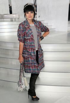 Le look de Lily Allen au premier rang du défilé Chanel Haute-Couture