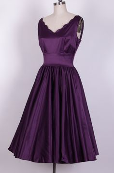 1950's Style Plum Cotton Scallop Swing Dress 12629C [12629C] - £49.99 : Queen of Holloway, Dressing Shop