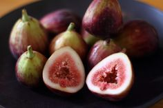 Figs Figs are quite useful in treating various respiratory disorders like asthma. The natural elements in figs make them ideal component for a great snack. Figs have been traditionally prescribed for various respiratory conditions and also used as a way to prevent and lessen the symptoms of asthmatic patients.