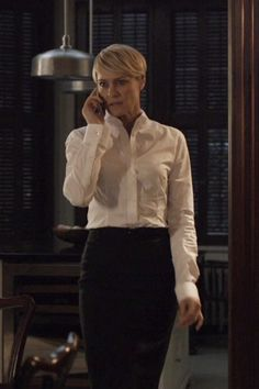 Sometimes all you need is a well-tailored crisp white shirt and a black skirt. : Sometimes all you need is a well-tailored crisp white shirt and a black skirt. Clare Underwood, Claire Underwood Style, Robin Wright, Crisp White Shirt, Power Dressing, House Of Cards, Office Fashion, Work Attire, Suits For Women